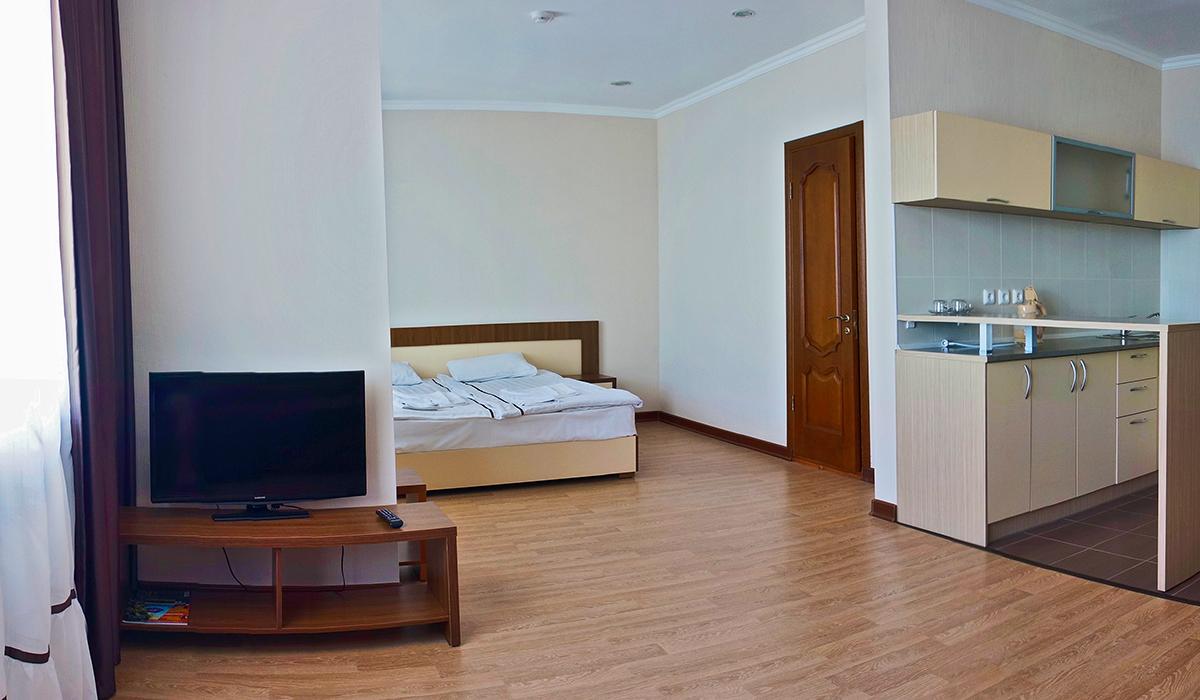 двуспальная кровать в отеле